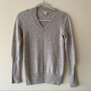 J Crew 100% cashmere v-neck sweater in gray size M